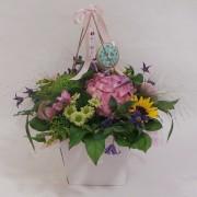 Cesta con flores de temporada