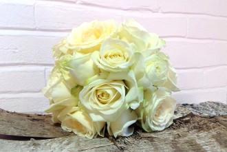 Sencillo y fresco....rosas blancas