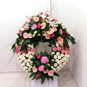 Corona clásica en tonos rosa